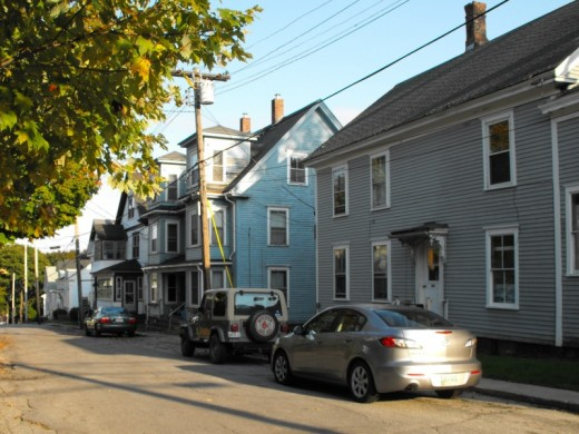 Neighborhood housing in Bath, Maine